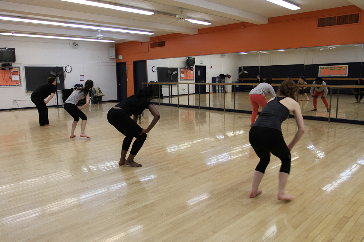 Afromodern instructor, Andrea Cesar, begins to teach her class. Photo by Gabriela Jeronimo.