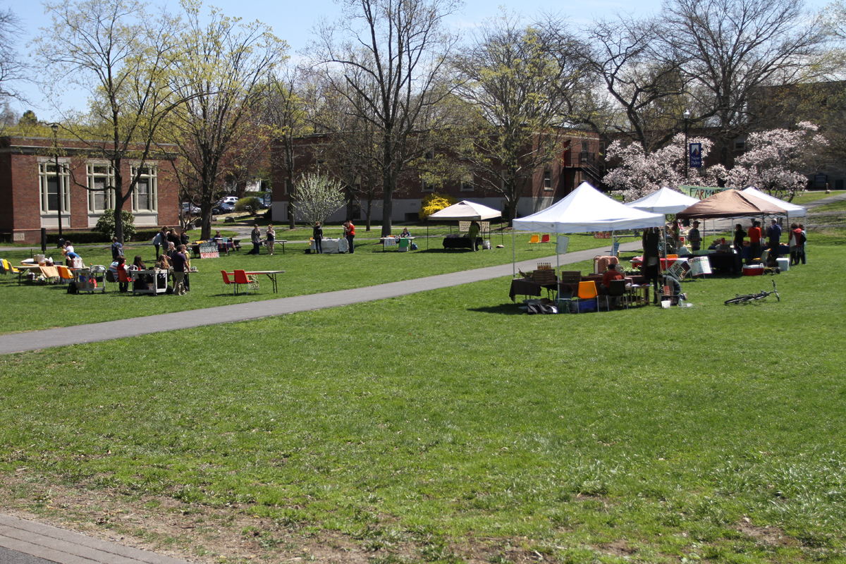 The vendors and organizations set up on the Old Main Quad. Photo by Gabriela Jeronimo.