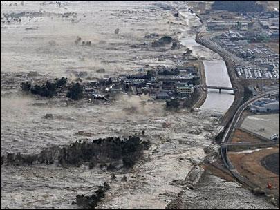 1103011_japan_tsunami_waves