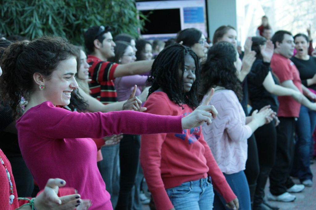 SUNY New Paltz Students Dance to End Violence Against Women
