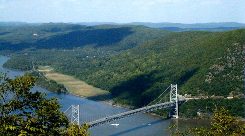 Bear Mountain Bridge overlooking the Hudson River. Courtesy of Creative Commons: Wikimedia.