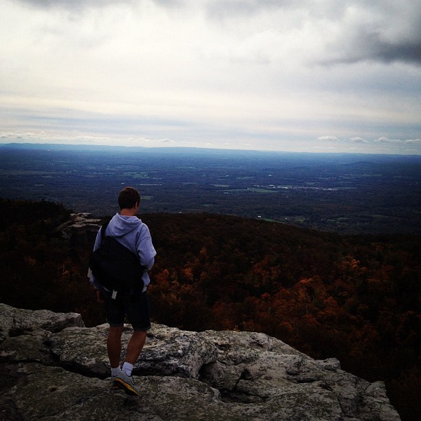 A picture of the students' visit to see the panoramic view at Castle Rock, located at the Minnewaska park.