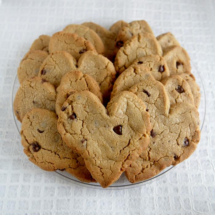 Vegan O'Brien's heart-shaped chocolate chip cookies. Photo by Jessica Mahady.